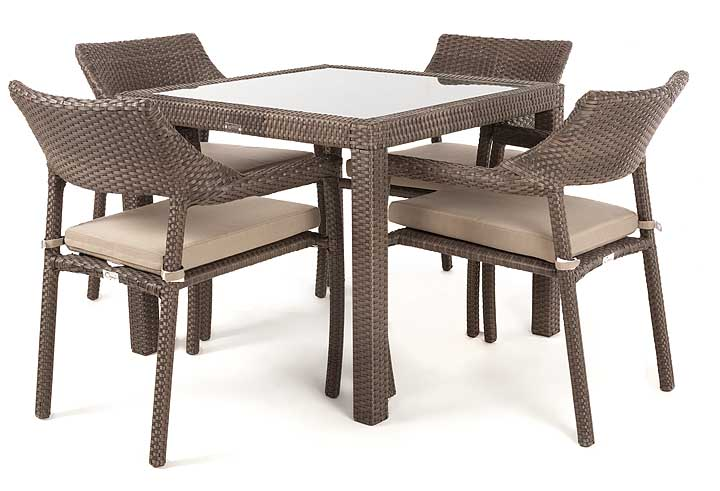 Nico outdoor dining table with glass top for 4 people ogni for Outdoor dining table glass top