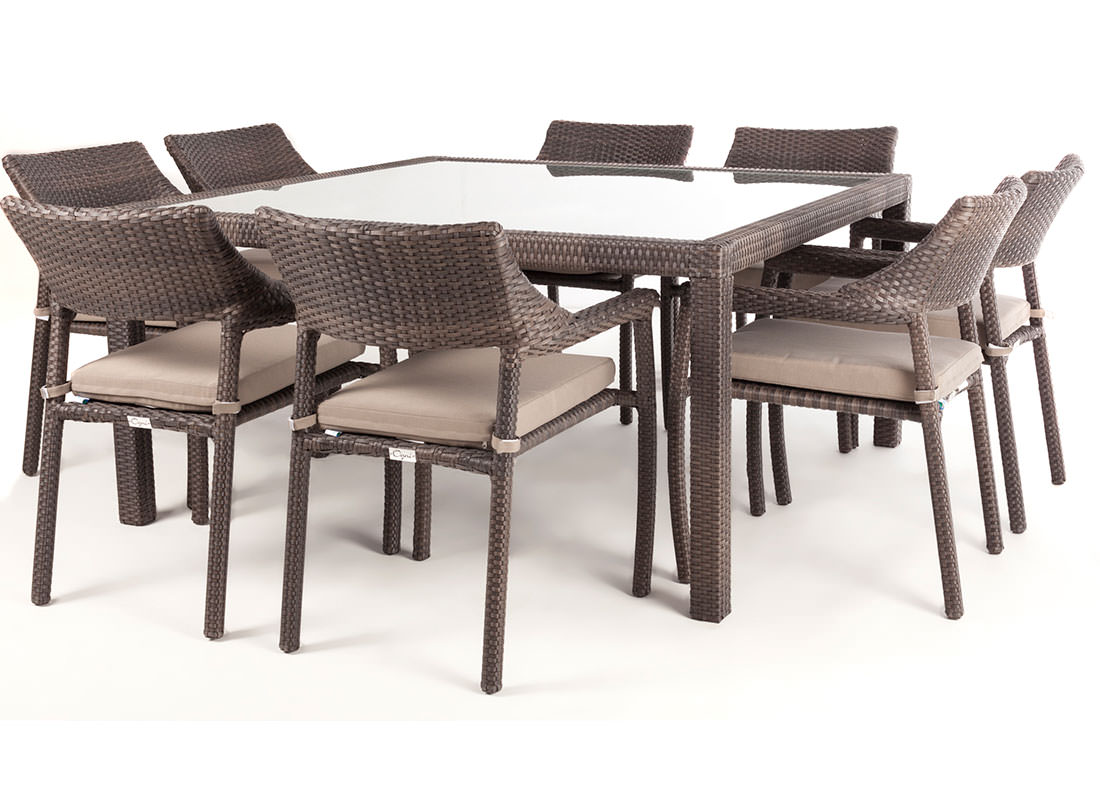Nico square glass top patio dining table for 8 people ogni for Table carree et chaises